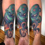 Hecho por Majo En Estudio #pulpo #colortattoo #octopus #tattoo #tatuajes #CDMXDelValle184 #DelValle #CDMX #estudio184cuentatuhistoria…
