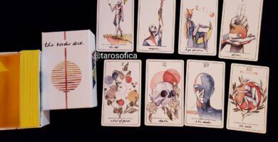 Un Tarot extraordinario, con un estilo artístico maravilloso y peculiar que nos invita a…