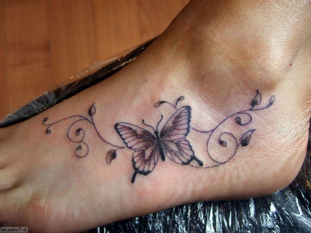 en la pierna con flores