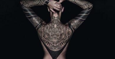 Tatuaje estilo blackwork + historia, significado de bocetos, foto
