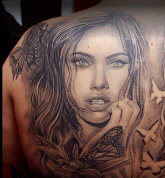 JuanPe Tattoo cara de mujer en espalda