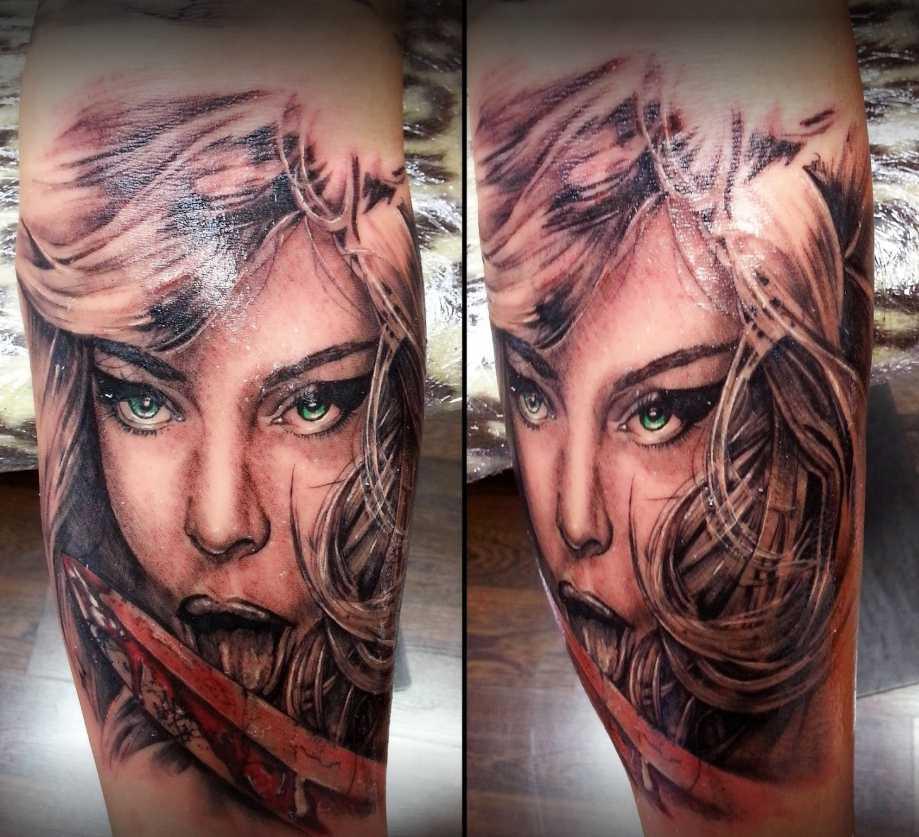 JuanPe Tattoo cara de mujer en pierna