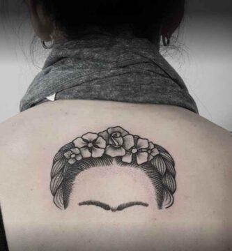 Paranoid Tattoo Tatuaje Delicado debajo del Cuello