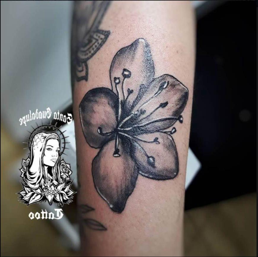 Tatuaje Flor en el Brazo