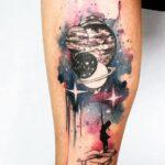 Tatuajes Acuarela nina teniendo como globos los planetas y estrellas 172