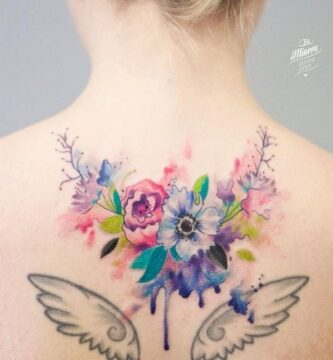 Tatuajes Mujer Espalda Omoplatos Flores de todos colores y alas de angel 19