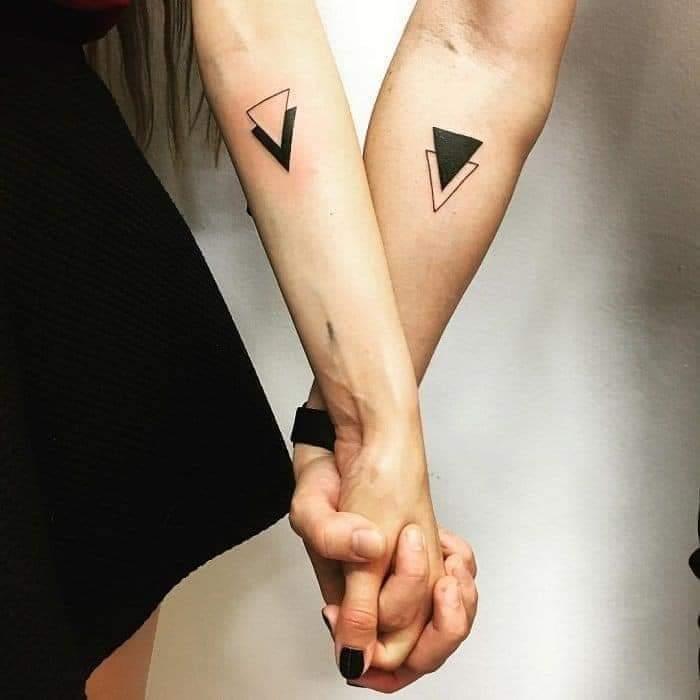 Tatuajes Pequenos para Parejas figuras geometricas como triangulos complementarios