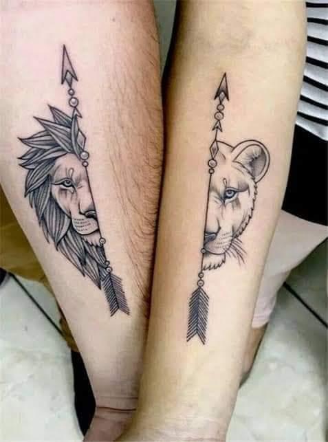 Tatuajes Pequenos para Parejas leon y leona en munecas