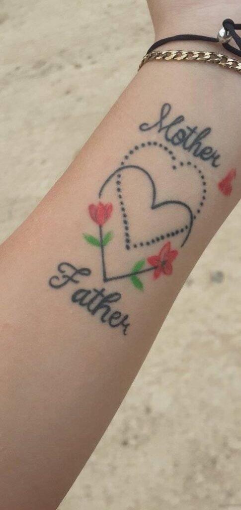 Tatuajes de Madre e Hijos y familia dos corazones rosas y las palabras Mother y Farher