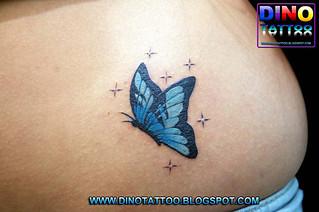 Tatuajes de Mariposas Azules con estrellas pequenas