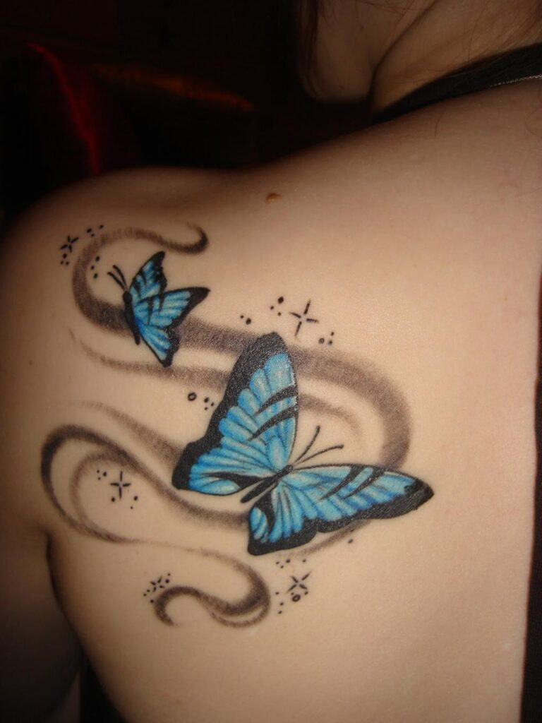 Tatuajes de Mariposas Azules con trazos marrones detras