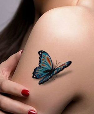 Tatuajes de Mariposas Azules y roja en hombro