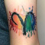 Tatuajes de aries a color en el brazo