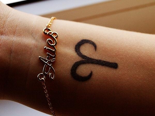 Tatuajes de aries en muneca con pulsera