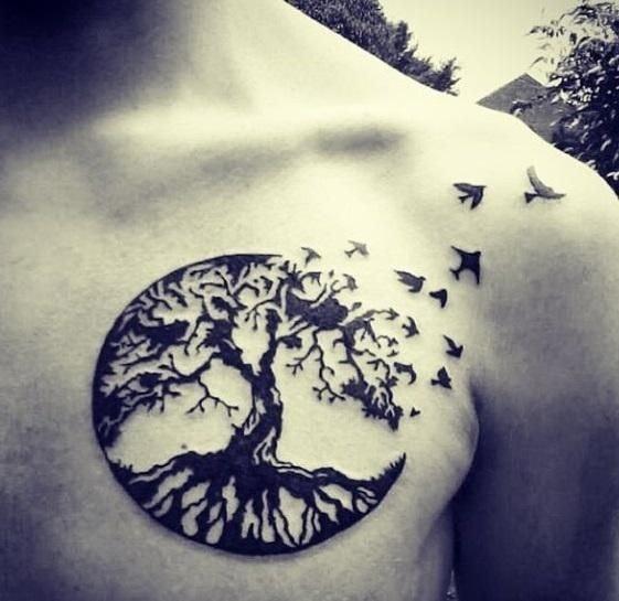 Tatuajes en pecho completo hombre arbol de la vida y pajaros