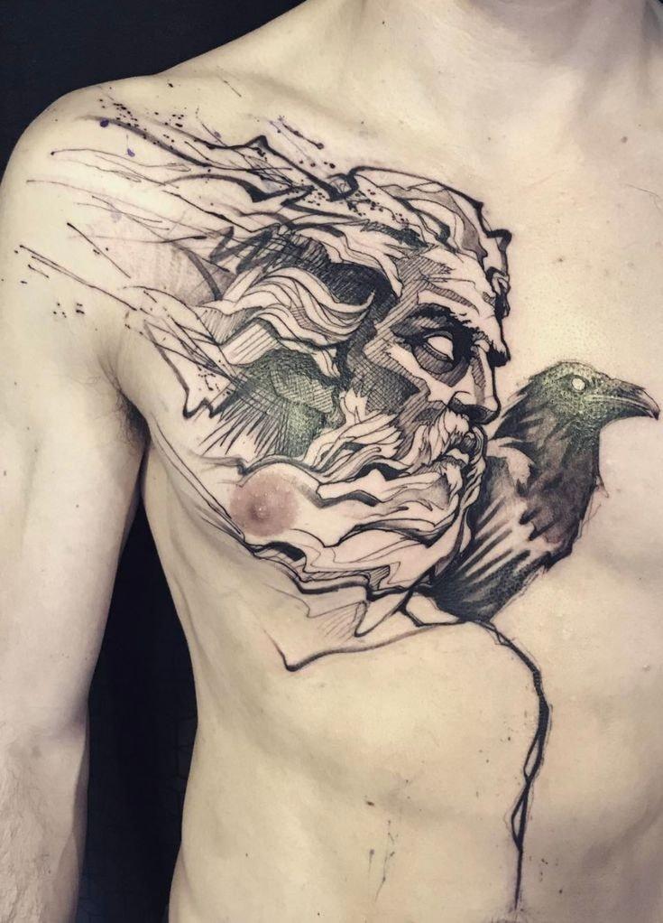 Tatuajes en pecho completo hombre cuervo y dios griego