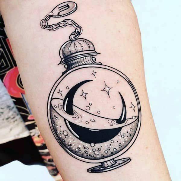 Tatuajes para Mujeres y sus Significados pocima con luna dentro