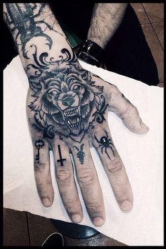 Tatuajes para las manos cara de lobo