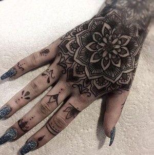 Tatuajes para las manos flor y patrones 2