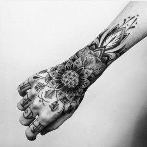 Tatuajes para las manos flor y patrones