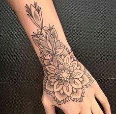 Tatuajes para las manos mandala