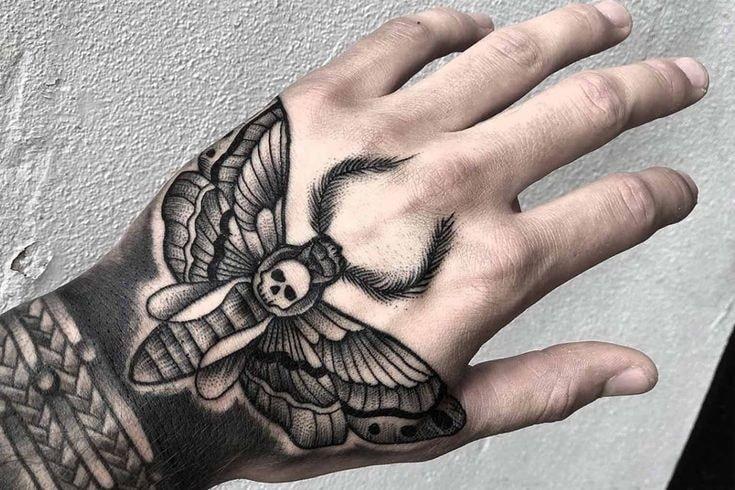 Tatuajes para las manos mariposa polilla y calabera