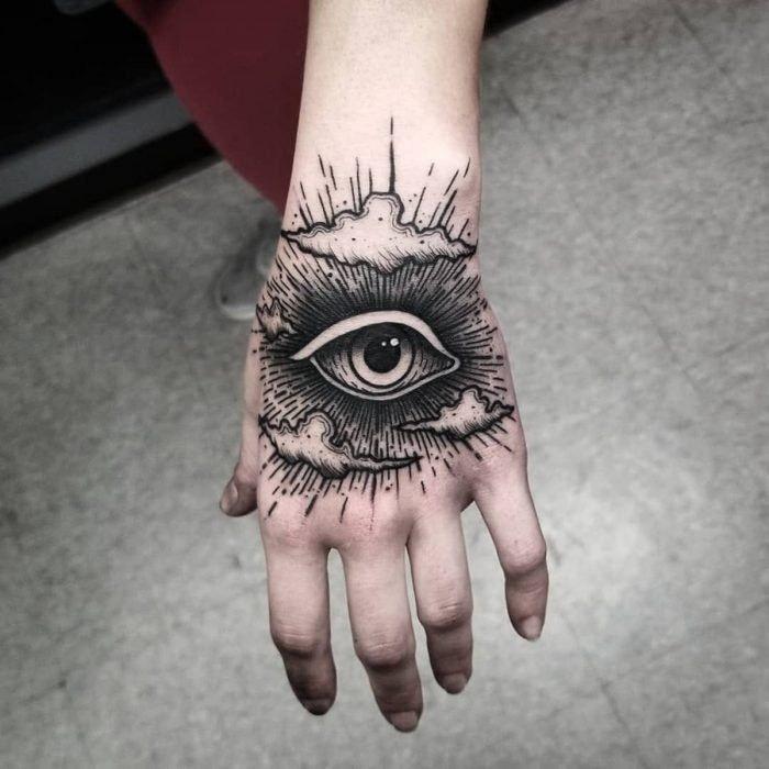 Tatuajes para las manos ojo