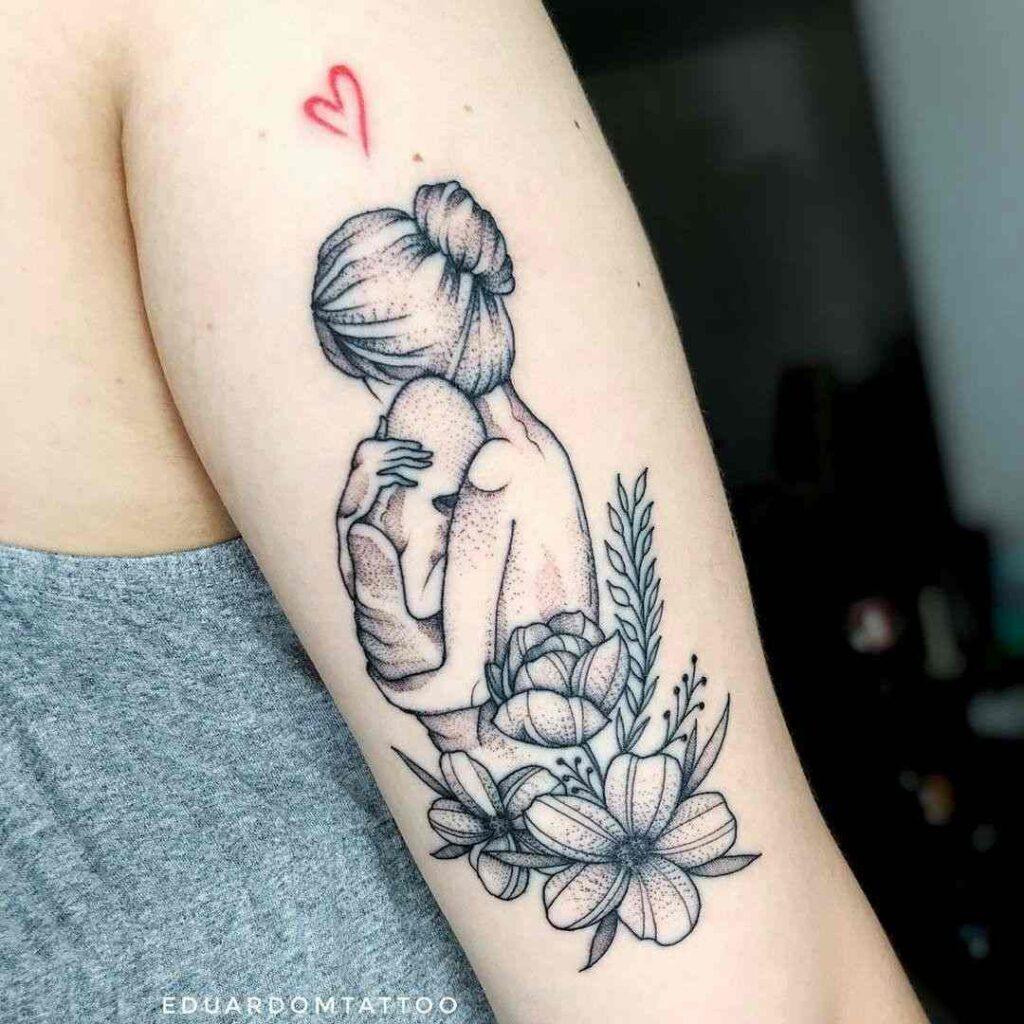 Tatuajes para madres mamas abrazos flores y corazon scaled 1