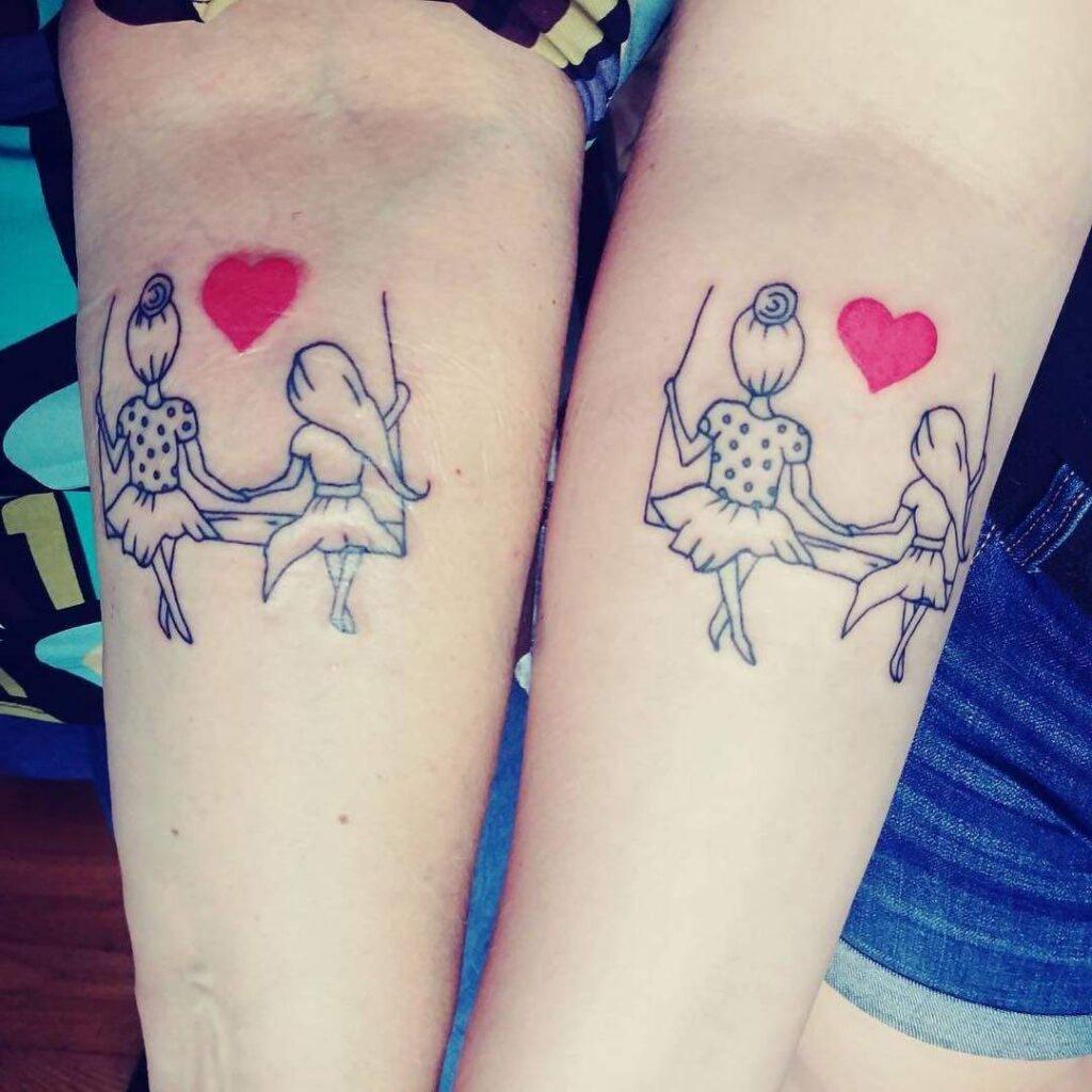 Tatuajes para madres mamas atebrazos en hamaca con corazon rojo