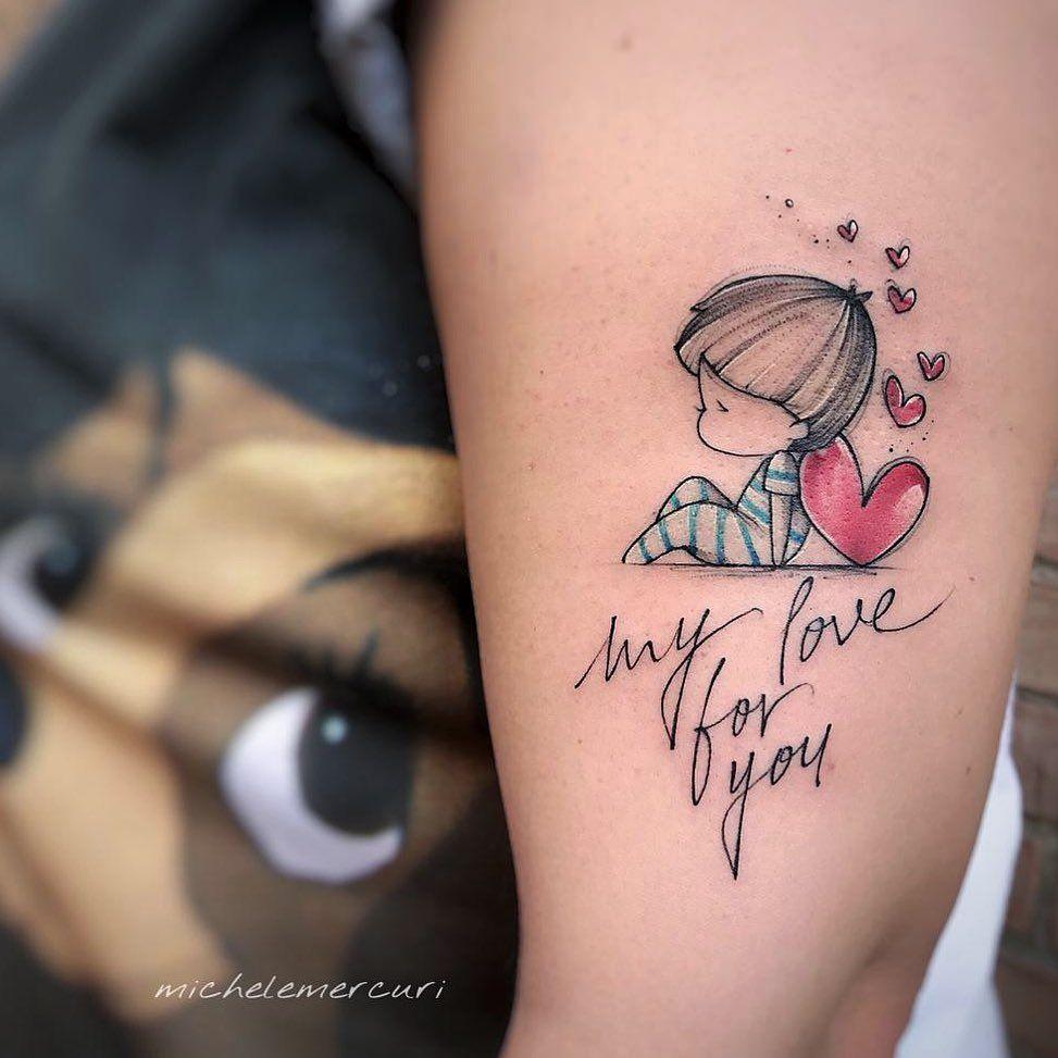 Tatuajes para madres mamas inscripcion mi amor por ti nene apoyado en corazon