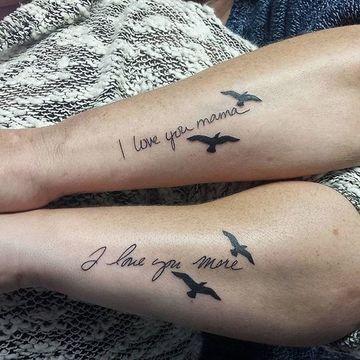 Tatuajes para madres mamas inscripcion y pajaros en vuelo te amo mama