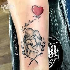 Tatuajes para madres mamas nombre en hilo del globo en forma de corazon