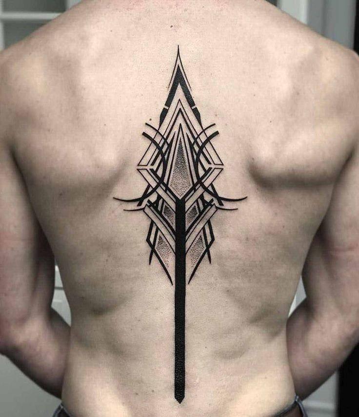 tatuaje espalda completa hombre flecha apuntando hacia la cabeza
