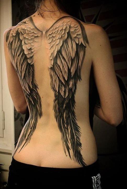tatuaje espalda completa mujer alas de angel en homoplatos
