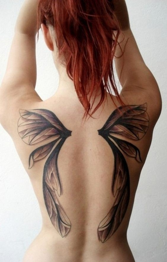 tatuaje espalda completa mujer alas de angel en omoplatos