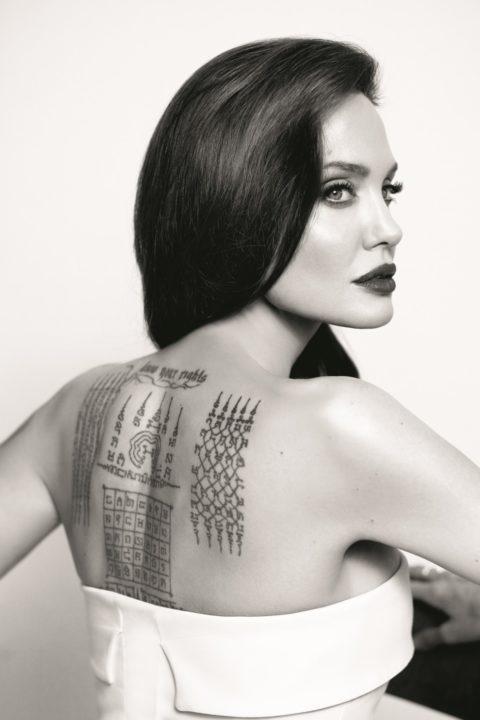 tatuaje espalda completa mujer letras angelina jolie