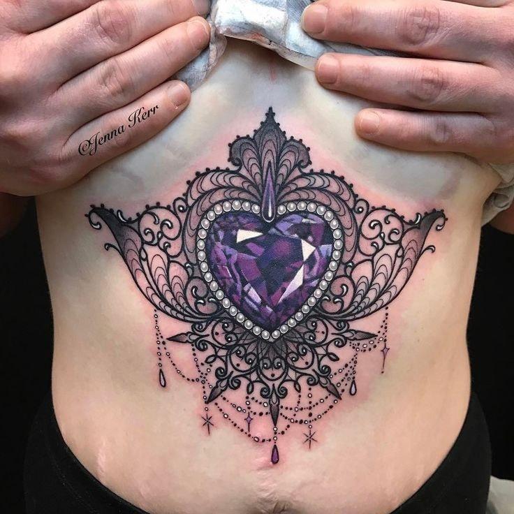 tatuaje pecho mujer llamador de angel con perlas y corazon