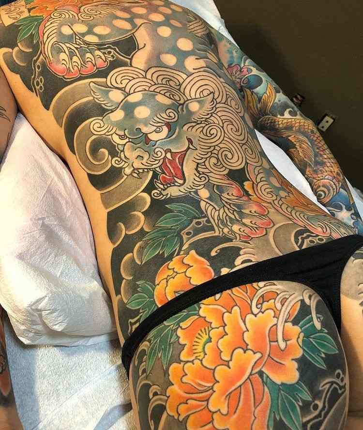 tatuaje zona cuerpo completo mujer