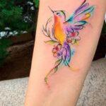 tatuajes de colibri en antebrazo mujer 2