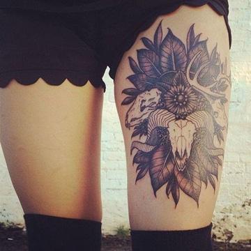 tatuajes del signo aries en pierna