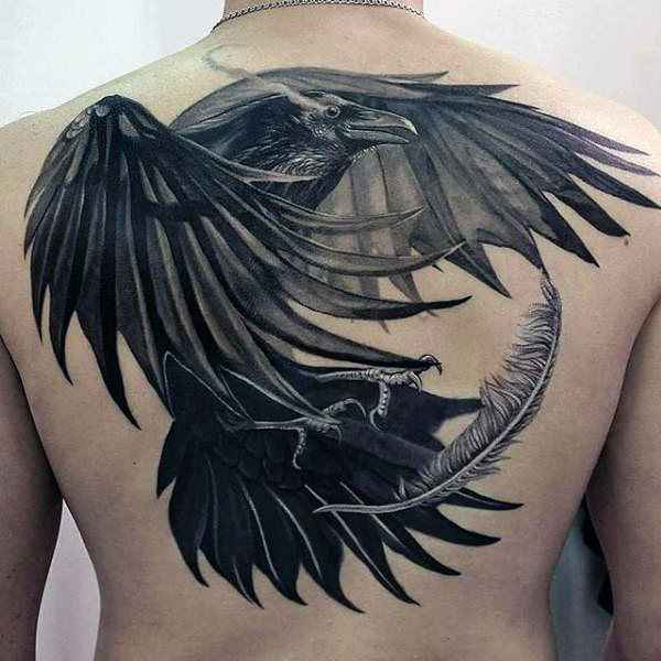tatuajes y sus significados cuervo en espalda hombre