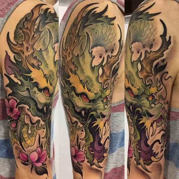 tatuajes y sus significados dragon en brazo hombre