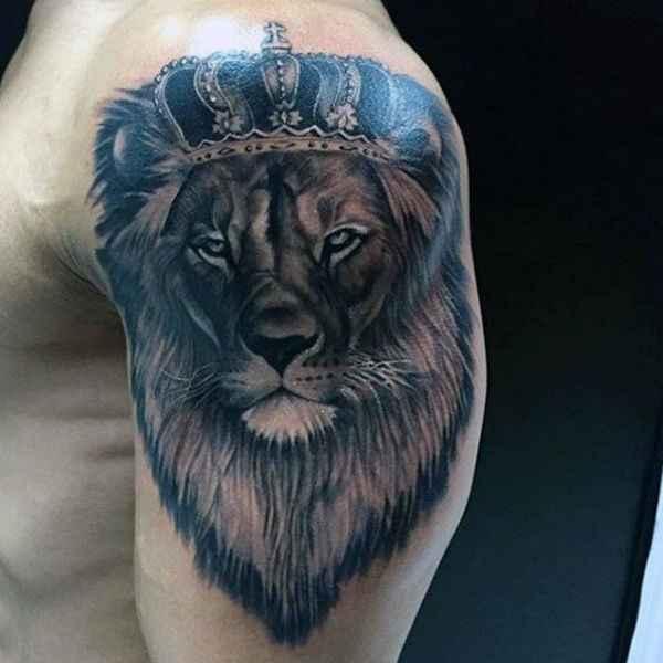 tatuajes y sus significados leon en brazo hombre