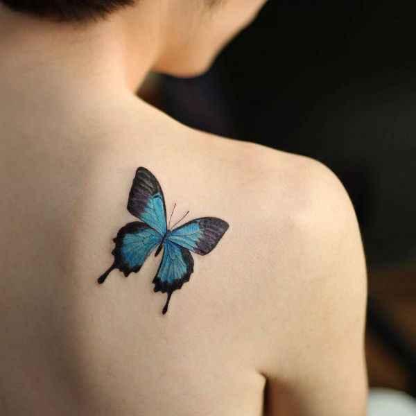 tatuajes y sus significados mariposa azul en hombro mujer