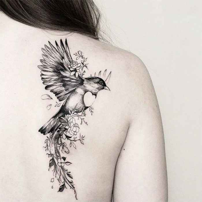 tatuajes y sus significados pajaro en espalda mujer