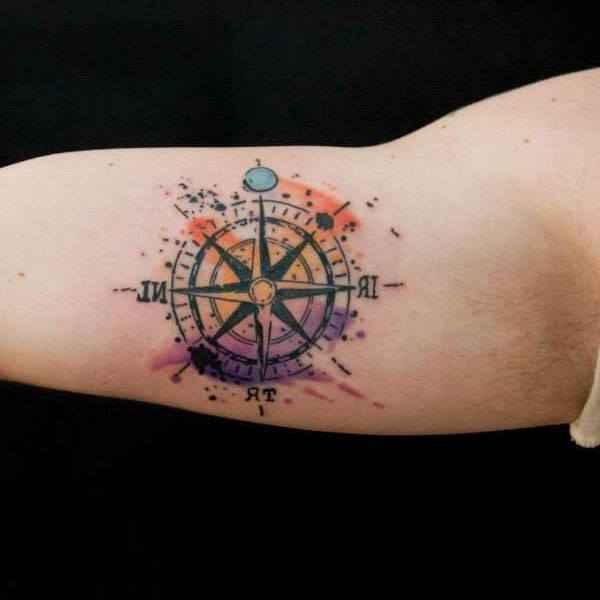 tatuajes y sus significados rosa de los vientos brazo