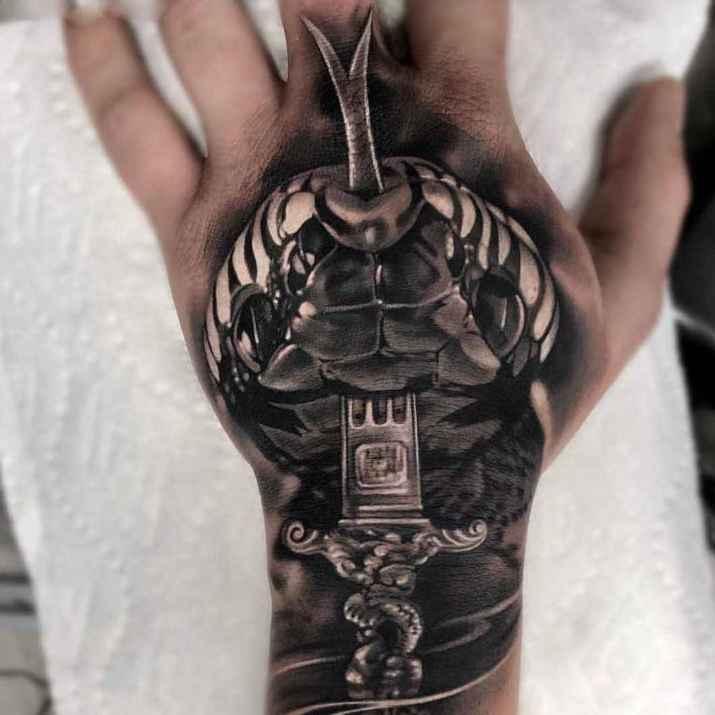 tatuajes y sus significados serpiente en mano
